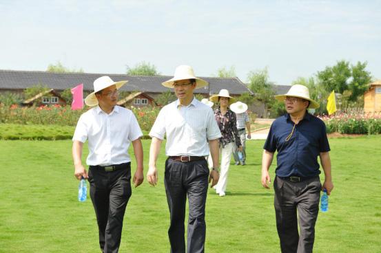 04-市人大组织召开专题会议-进一步助推德人牧业发展306.jpg