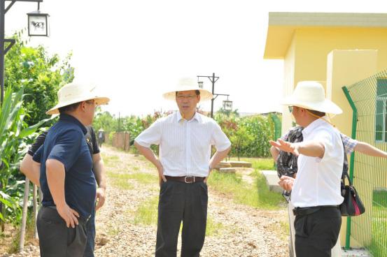 04-市人大组织召开专题会议-进一步助推德人牧业发展447.jpg